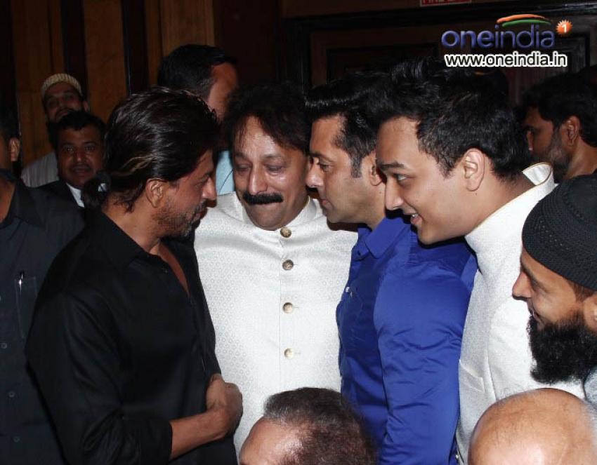 Salman Khan & Shahrukh Khan at Iftaar Party of Baba Siddique Photos