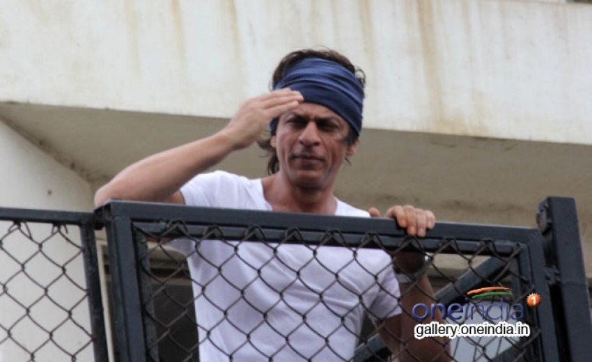 Shahrukh Khan wishes Eid Mubarak 2014 to his fans Photos