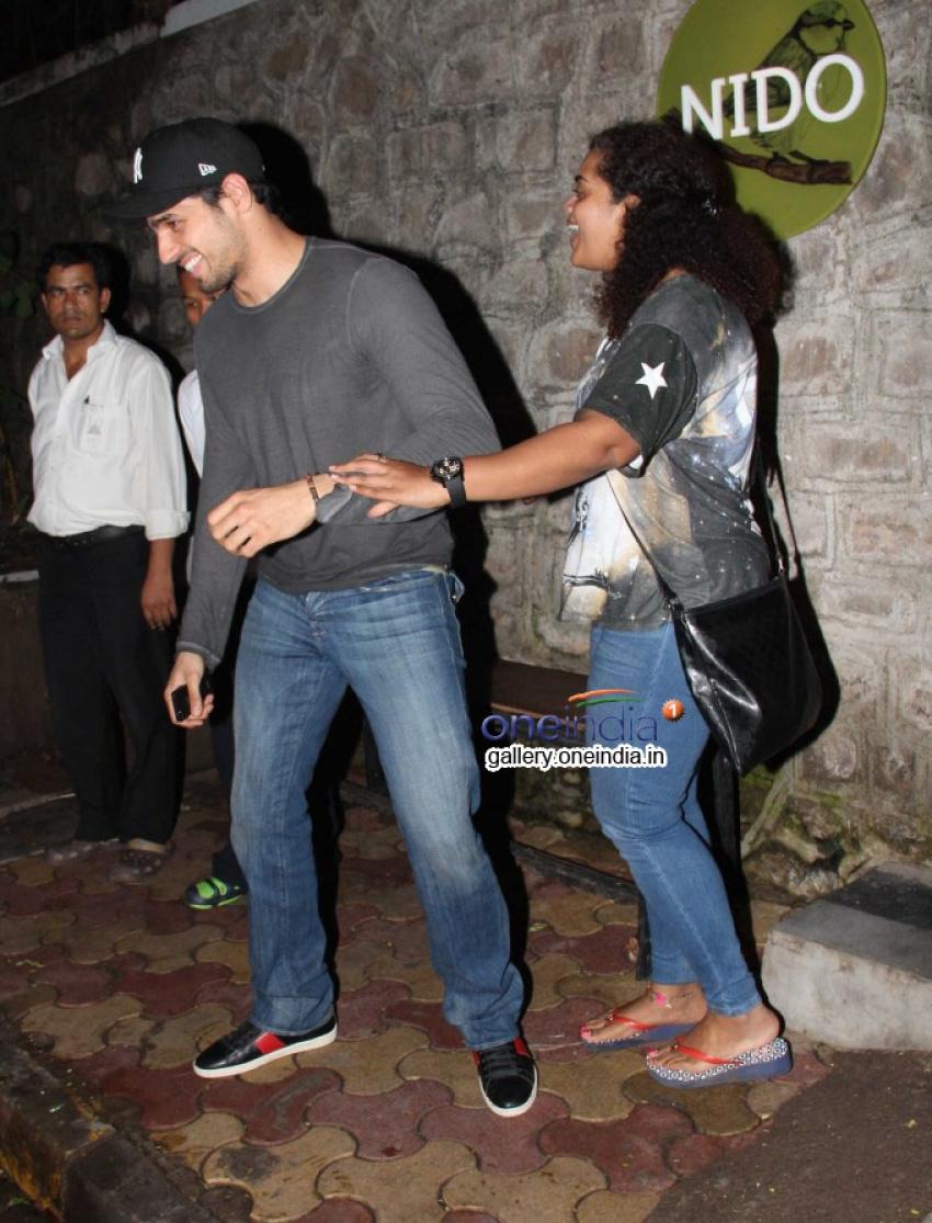 Siddarth Malhotra Snapped at Nido Bandra Photos