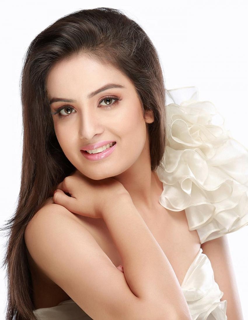 Sonali Kukreja Photos