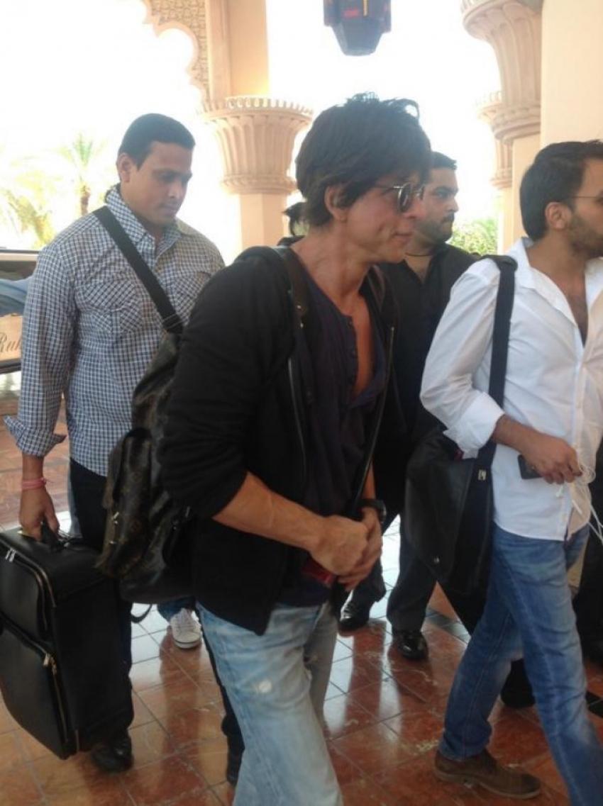 Shahrukh Khan & Gauri Khan Arrive in Stylish Limo at Dubai Photos