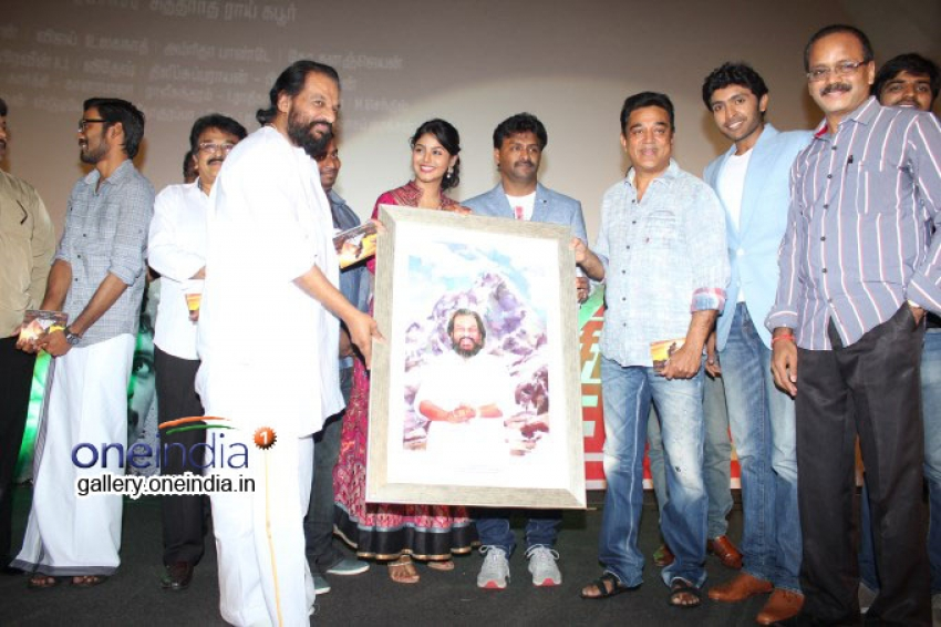 Paintings Presented to Celebrities by A.P.Shreethar Photos