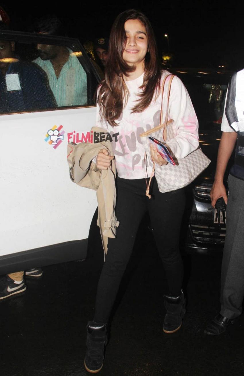 Alia Bhatt snapped at airport Photos