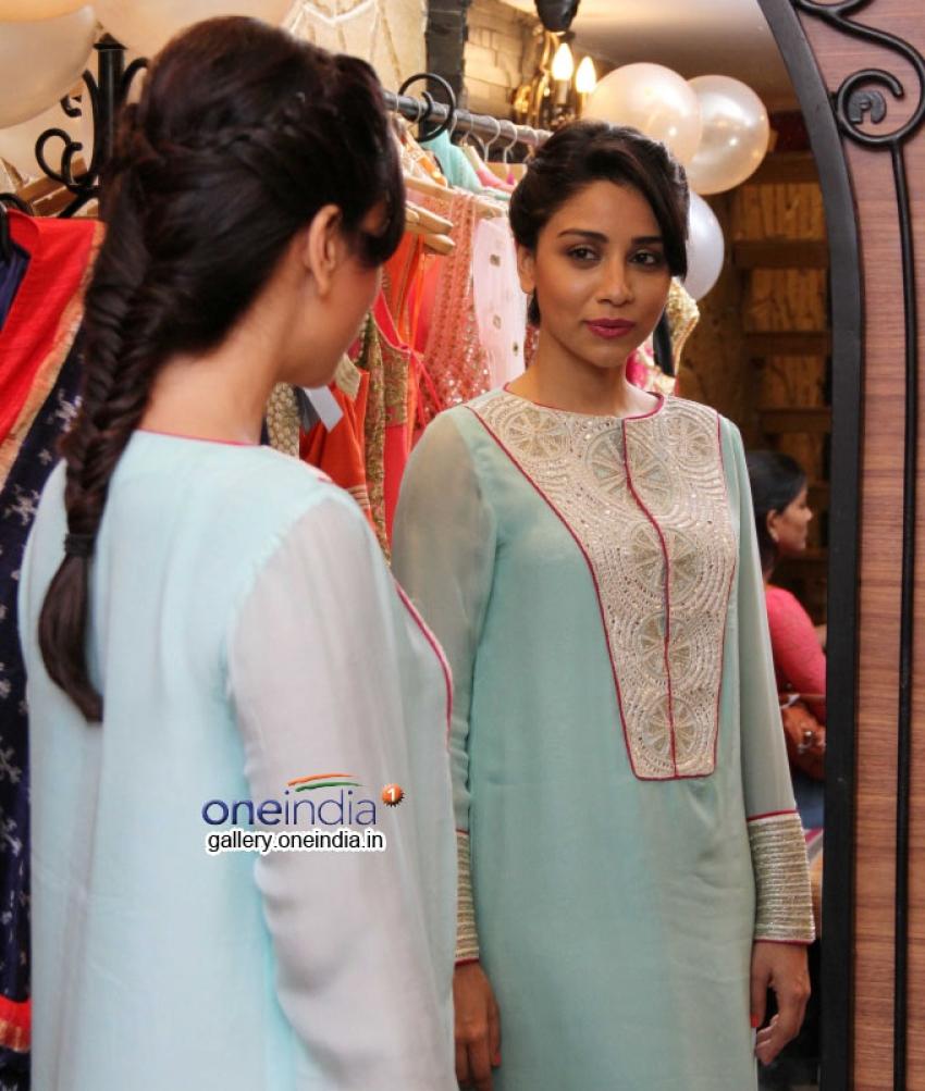 Daisy Shah, Parvathy and Amrita at fashion designers Ritika and Shruti Preview Photos