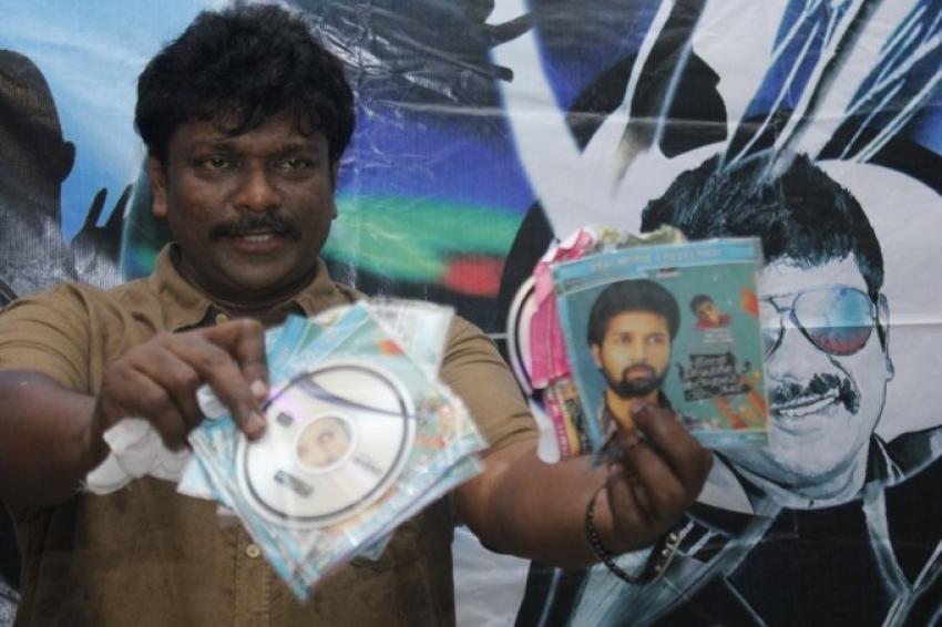 R.Parthiban's Press Meet Regarding Pirated DVD Photos