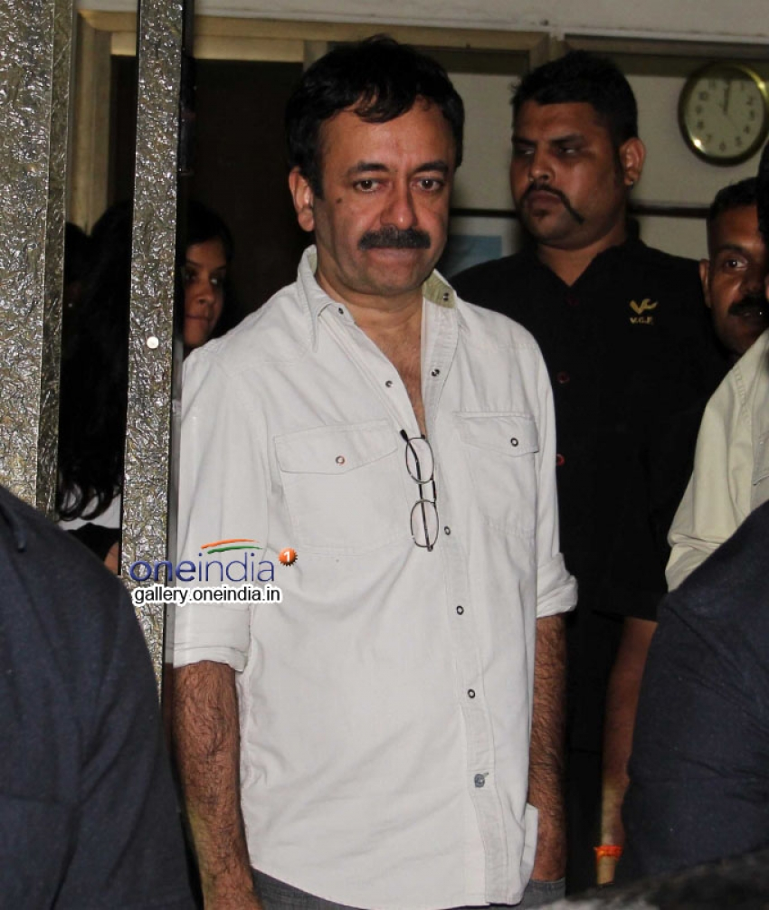 Aamir Khan snapped at Vidhu Vinod Chopra Office Photos