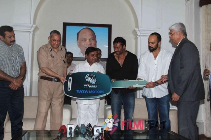 Ajay Devgan Gifts two Tata Sumo SUV To Mumbai Police Department Photos