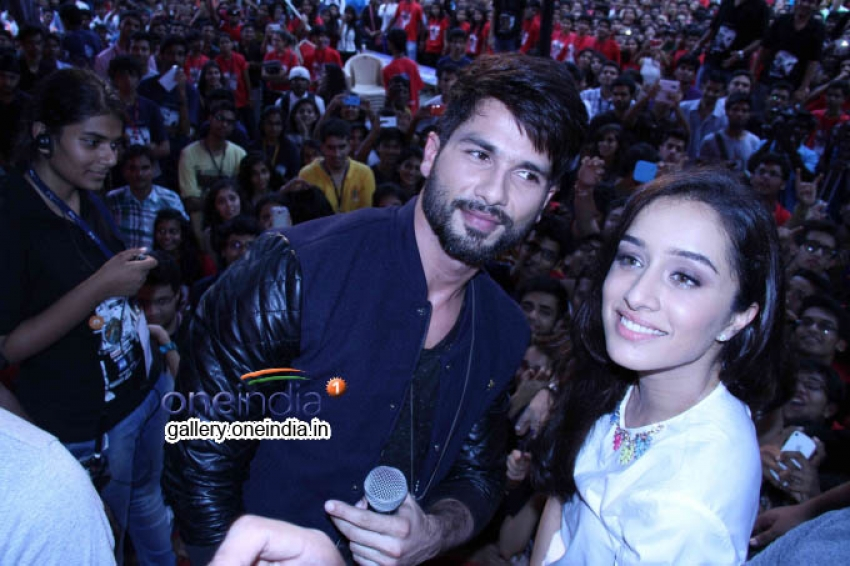 Haider Promotion at Umang N.M College FEST 2014 Photos
