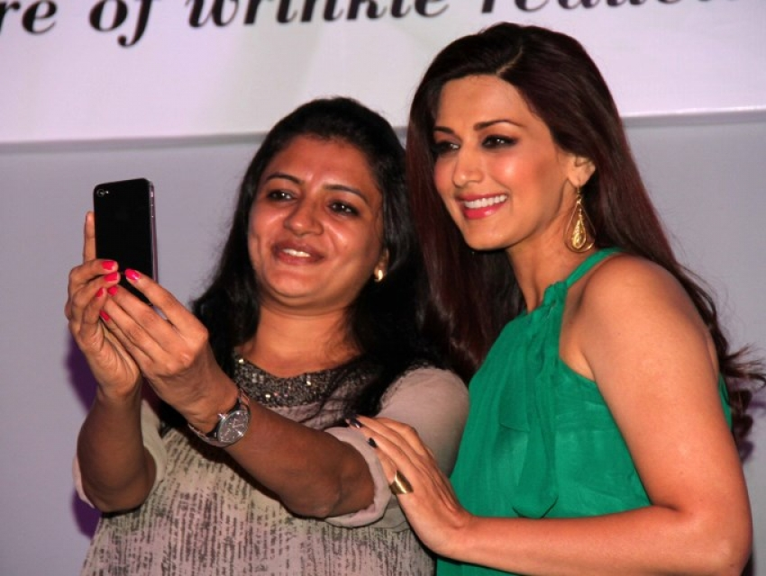 Sonali Bendre Launches Oriflame Ecollagen Range Photos