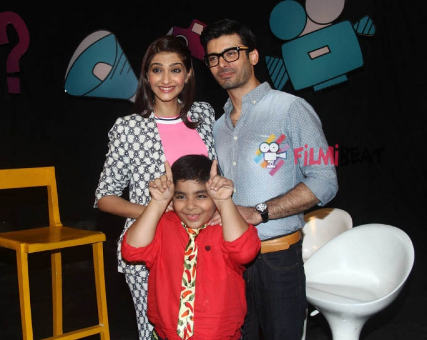 Sonam and Fawad Khan on the sets of Captain Tiao Photos