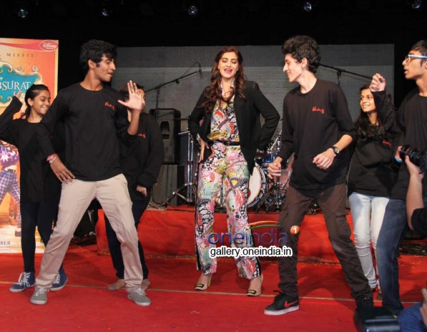 Sonam Kapoor promotes Khoobsurat Photos