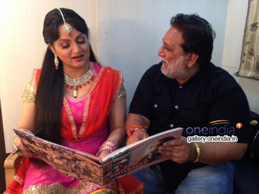 Upasana Singh and Sunil Grover reading RT Chawla's Book Photos