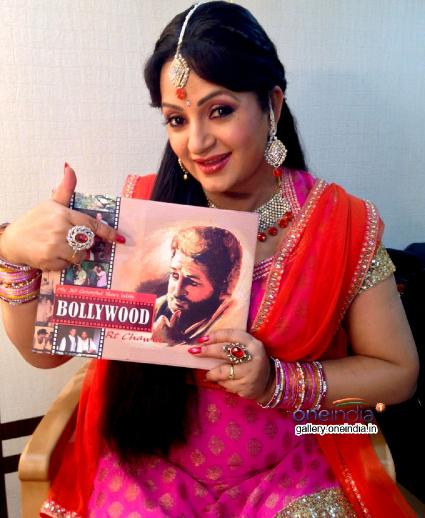 Upasana Singh and Sunil Grover reading RT Chawla's Book Photos