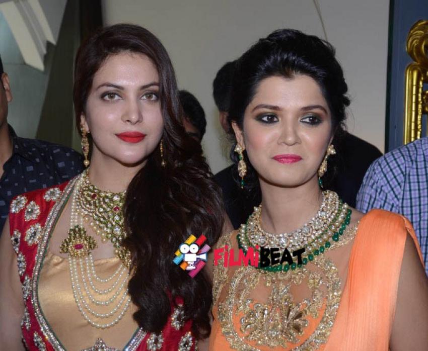 Karisma Kapoor & Ankita Shorey At The Opening Of Rare Heritage Photos