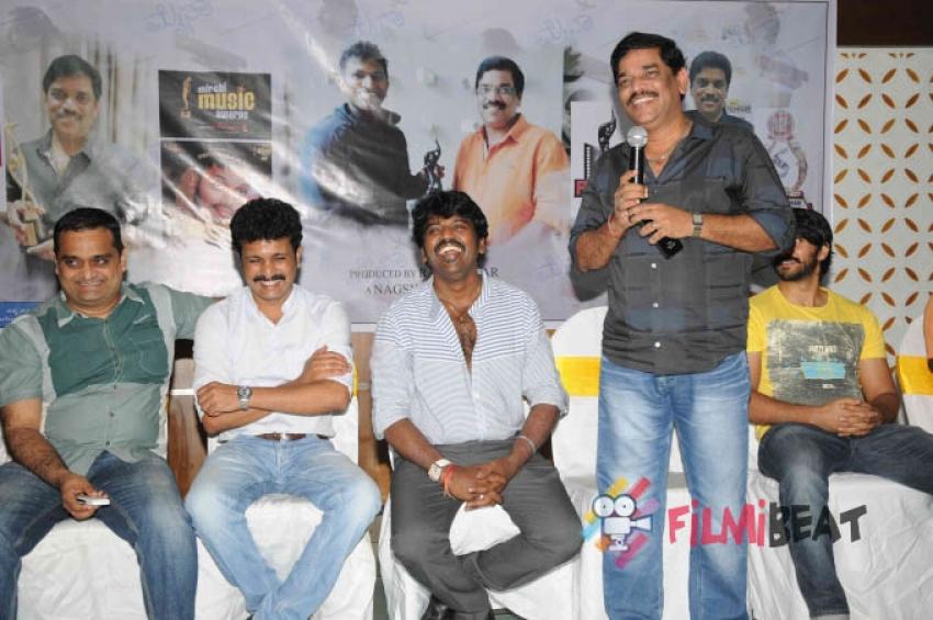 Director Nagashekar Celebrates Myna's Victory Photos