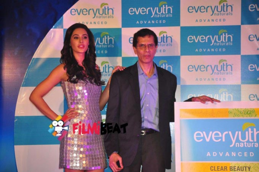 Nargis Fakhri launches Everyuth Naturals Face Wash Photos