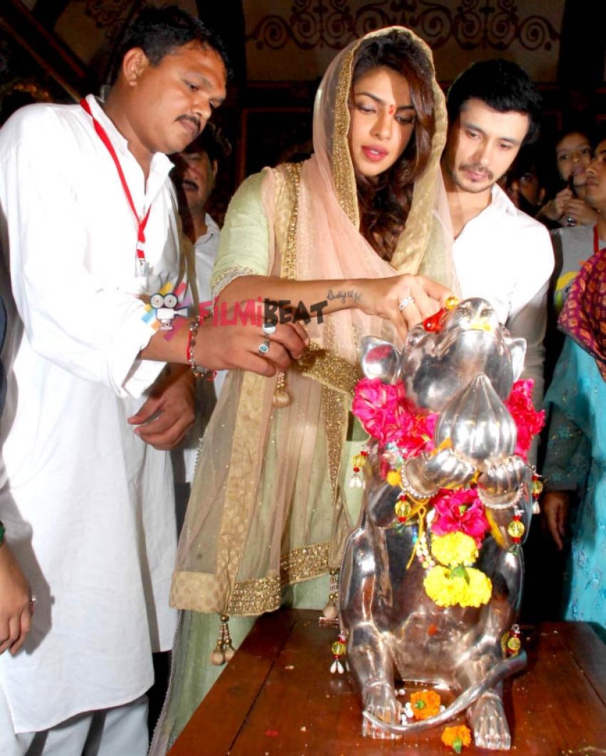 Priyanka Chopra visit Andheri Cha Raja Photos