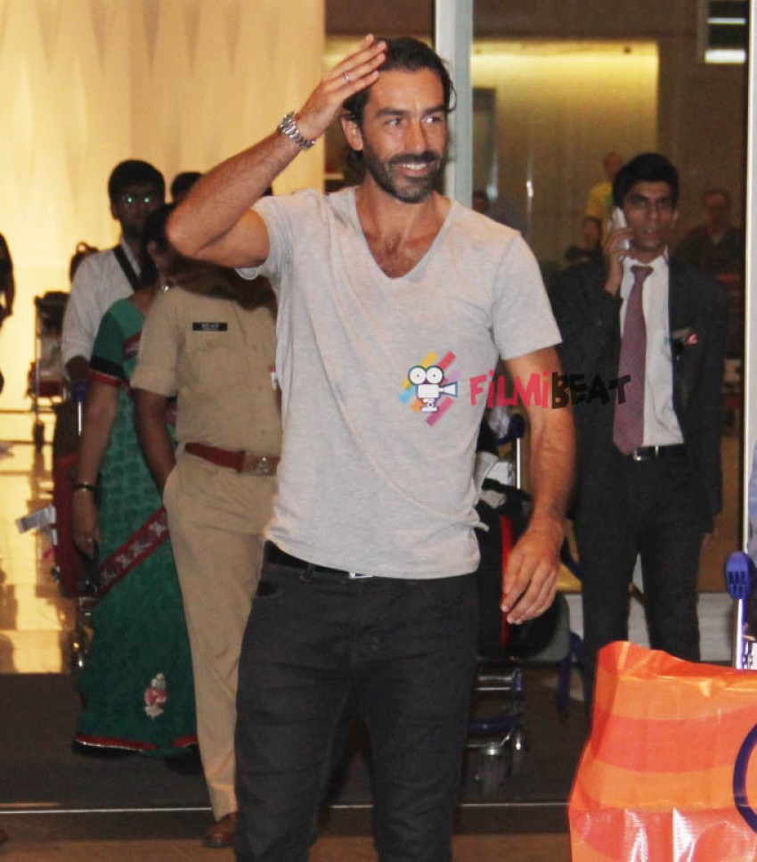 Robert Pires Arrives India Photos