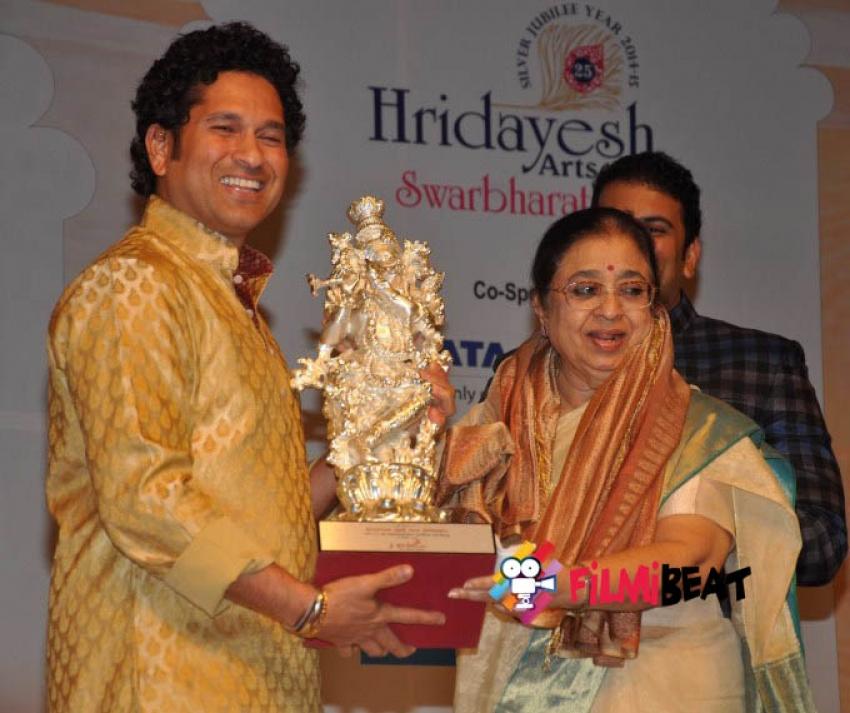 Sachin Tendulkar Celebrates 85th Birthday of Lata Mangeshkar Photos