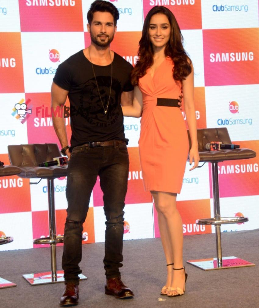 Shahid Kapoor and Shraddha Kapoor Promote Haider at Club Samsung Photos