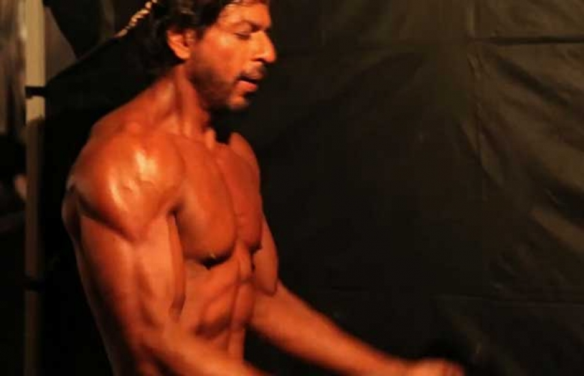 Shahrukh Khan Reveals His 10-pack Abs Workout Photos