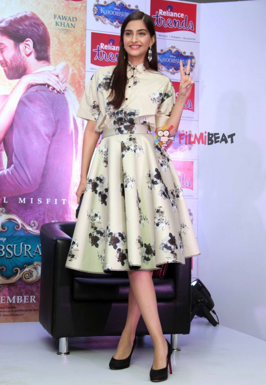 Sonam Kapoor and Fawad Khan Promote Khoobsurat at Reliance Trends Photos