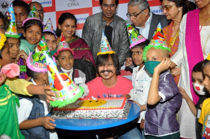 Vivek Oberoi celebrates his Birthday with Cancer Patients Photos