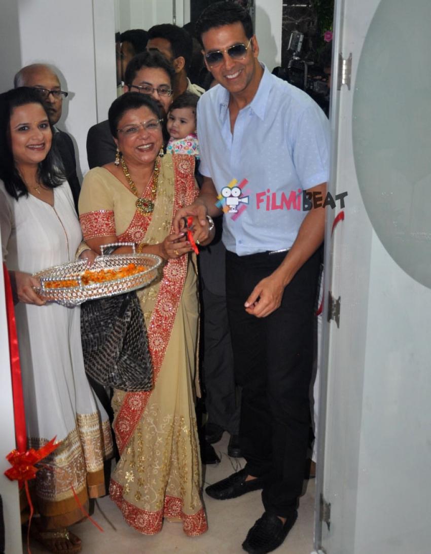 Akshay Kumar Launches 'La Piel' Skin Clinic Photos