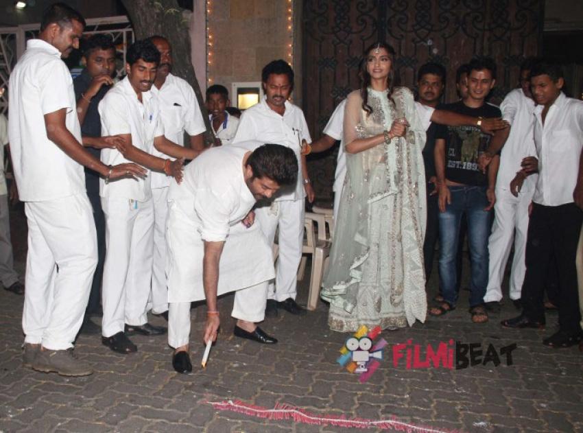 Sonam & Anil Kapoor Diwali Celebrations 2014 Photos