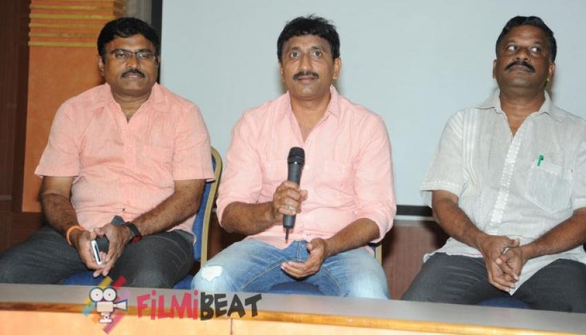 Director Srinu Vaitla Controversy Press Meet Photos