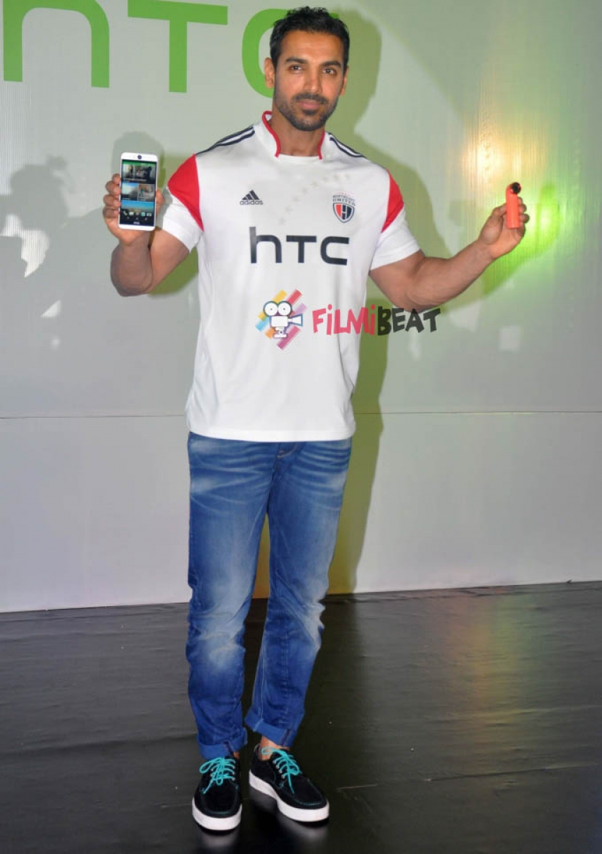 John Abraham Launches HTC Desire Eye And RE Camera Photos