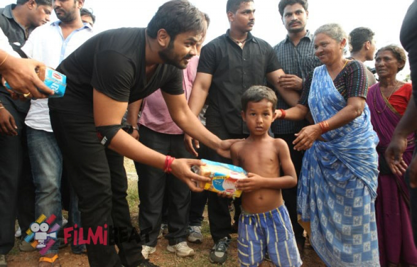Manoj Manchu Joins Hudhud Relief Operations In Vizag Photos