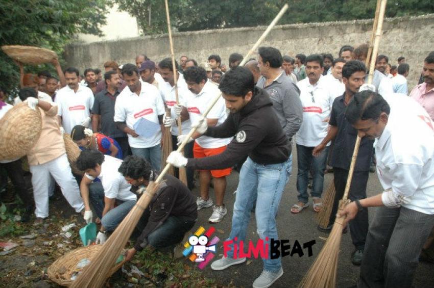 Nagarjuna Family Joins Swachh Bharat Campaign Photos