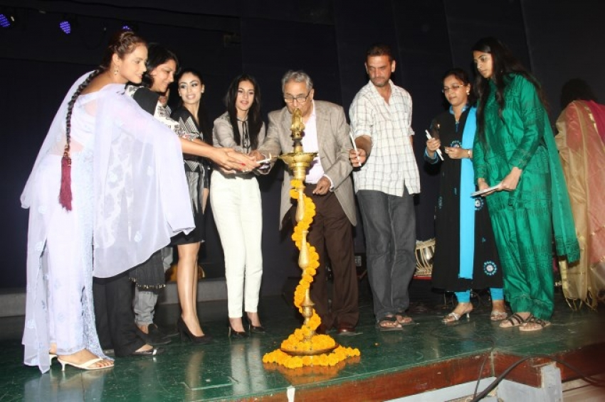 Neetu Chandra Played Umrao for Breast Cancer Awareness Photos