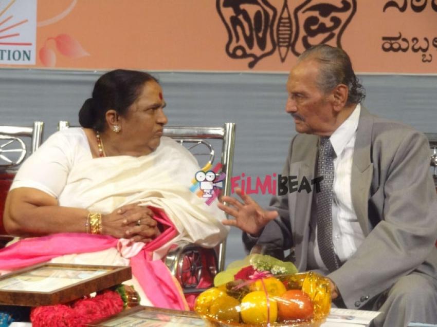 Parvathamma Rajkumar Badukina Putagalu Book Release Photos
