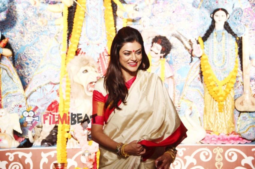 Sushmita Sen At Durga Puja In Bandra Photos