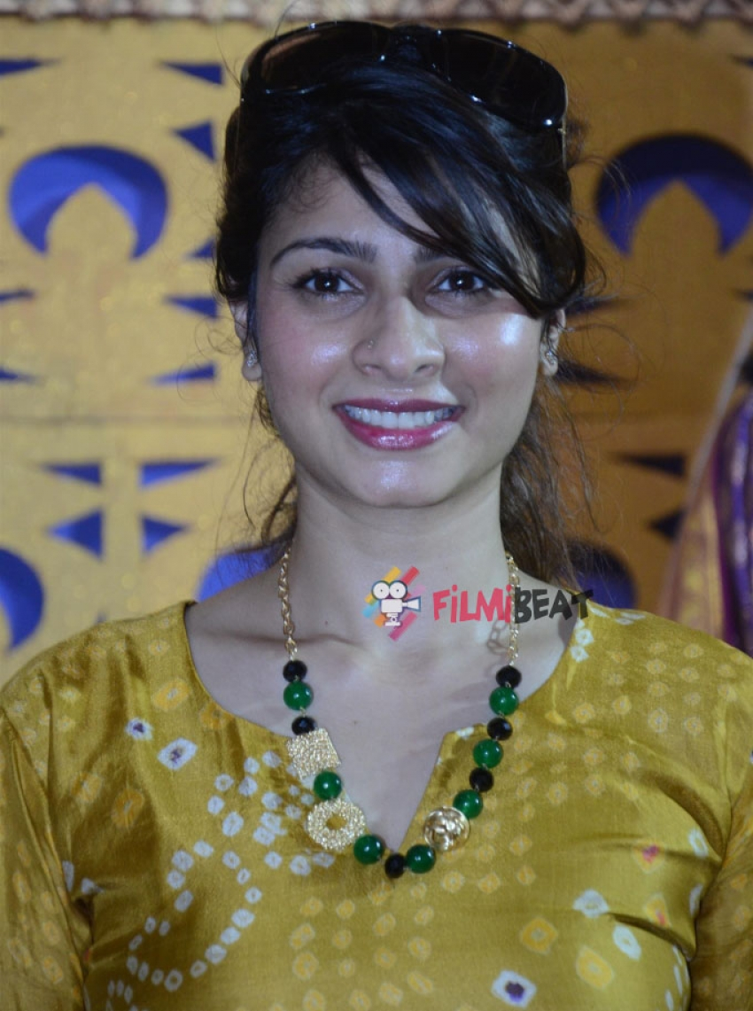 Tanisha Mukherjee At Durga Puja In Juhu Photos