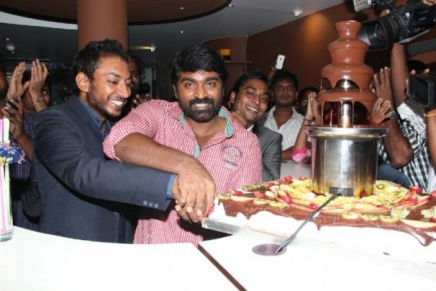 Vijay Sethupathi Inaugurates Chocoholic Chocolate Bar Photos