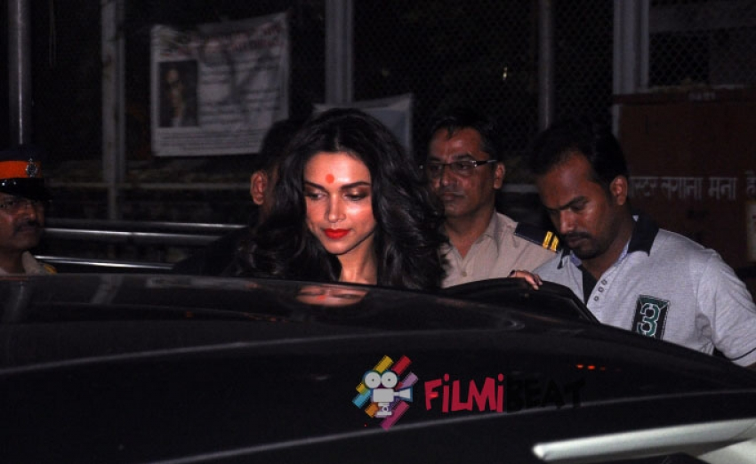 Deepika Padukone Visits Siddhivinayak Temple HYN Success Photos