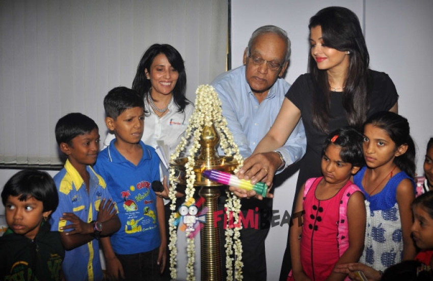 Aishwarya Rai Bachchan Gifts 100 Surgeries For Cleft Children Photos