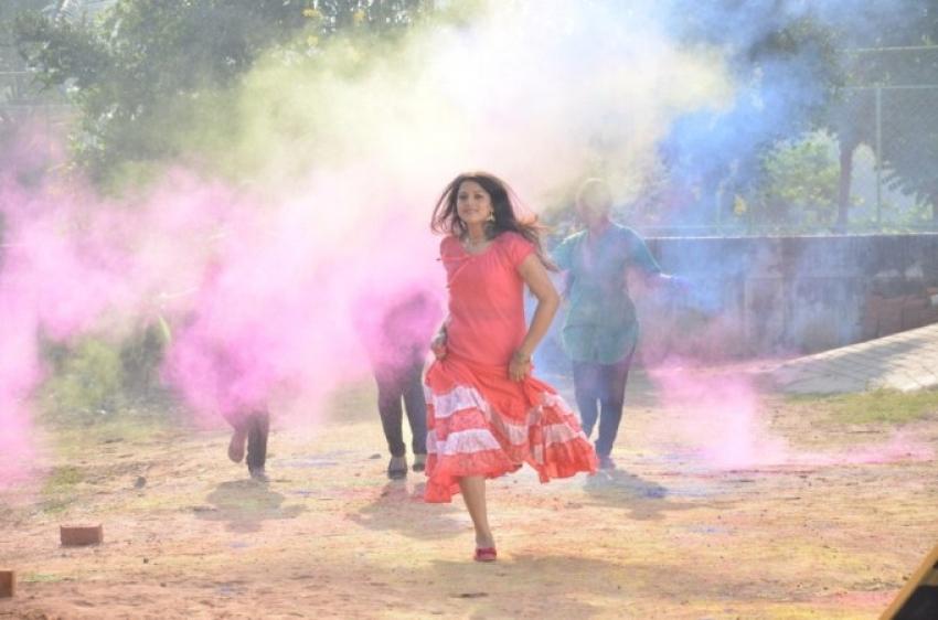Vizhi Moodi Yosithal Photos