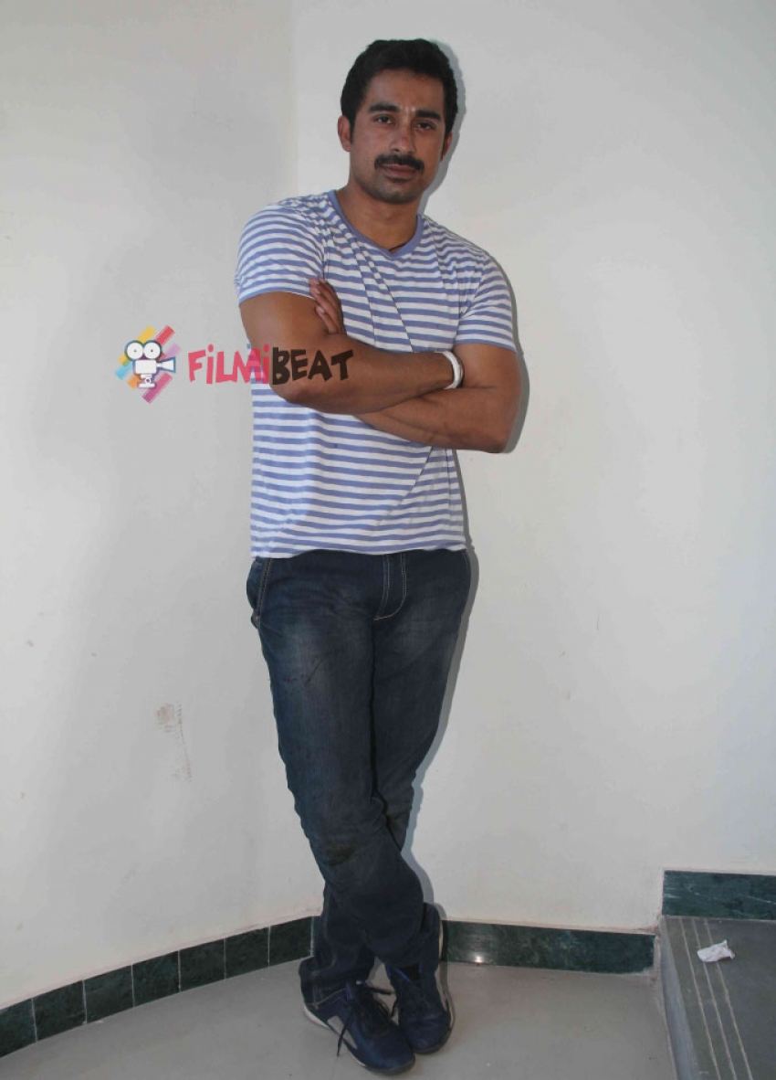 Rannvijay Singh Performs Live Stunt For Pukar Photos