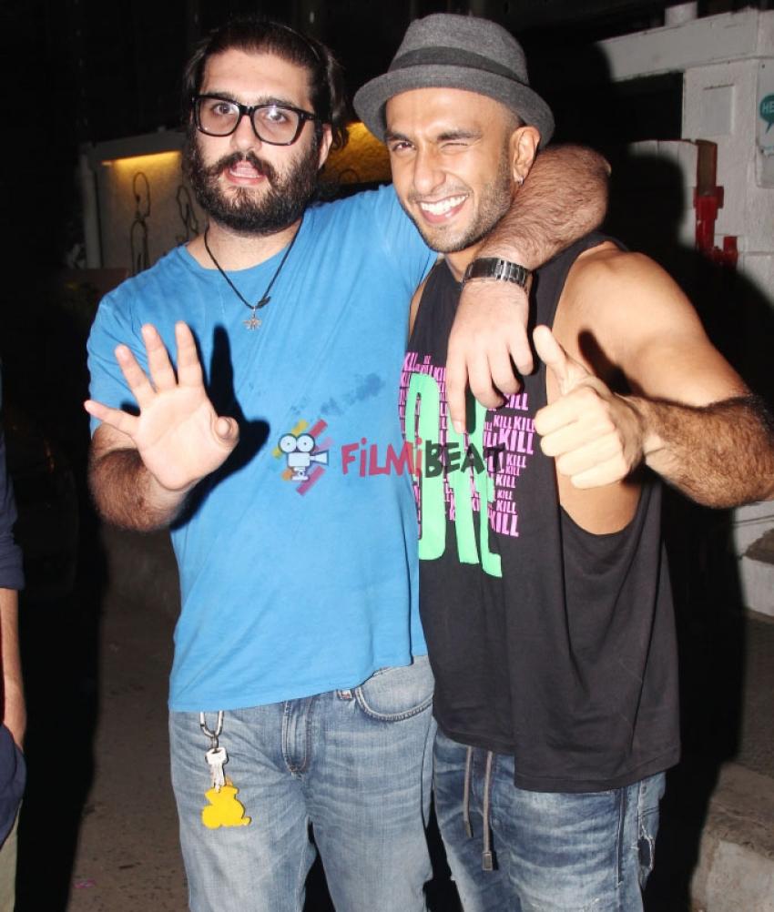 Ranveer Singh Snapped At Juhu Photos