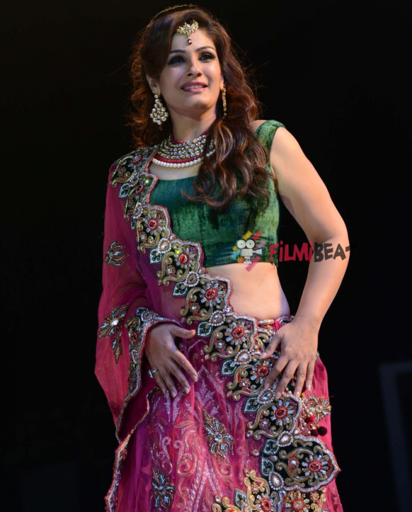 Asif Shah Couture 2014 Fashion Show Photos