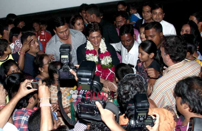 SRK Attends Special Screening Of Happy New Year For Media Persons Photos