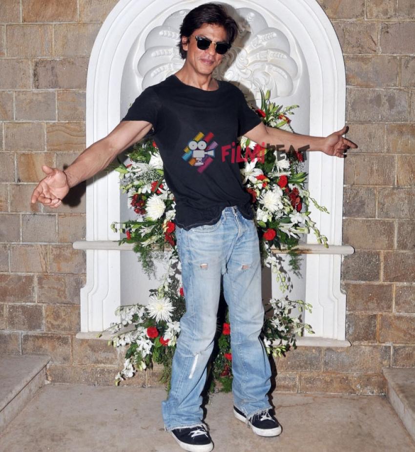 Shahrukh Khan Celebrated His Birthday With Media Photos