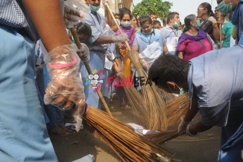 Juhi Chawla Conducting Swachh Bharat Abhiyan Photos