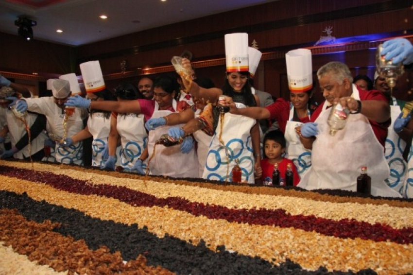 Thirudan Police Team At Hotel GRT Grand Cake Mixing Photos