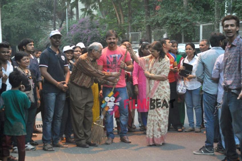Vivek Oberoi Participates Swachh Bharat Abhiyan Photos