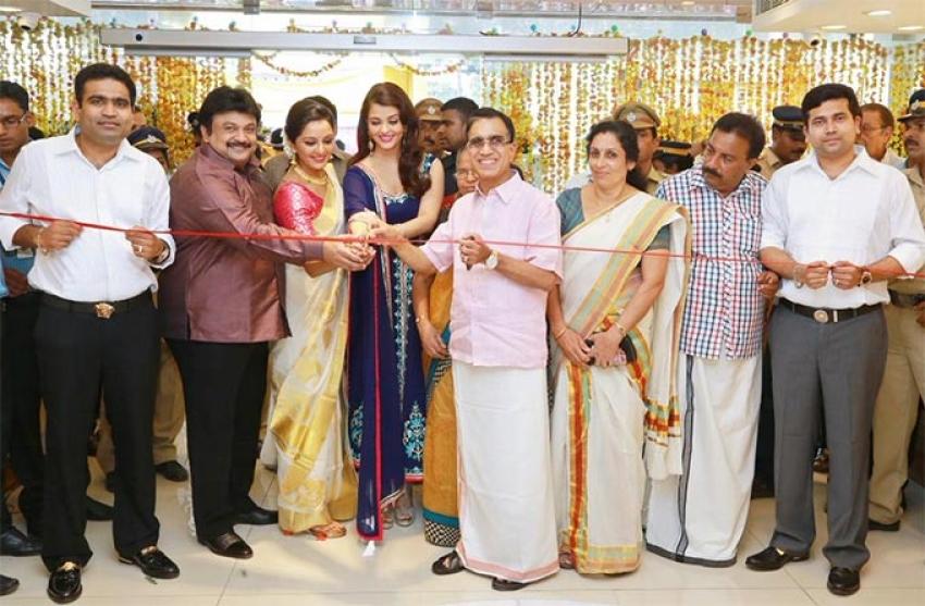 Aishwarya Rai Launches Kalyan Jewellers In Alappuzha Photos